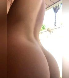 Shaking Her Ass