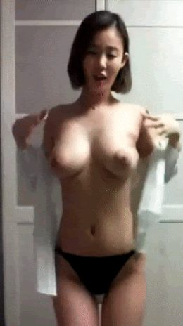 Asian babe showing her nice tits