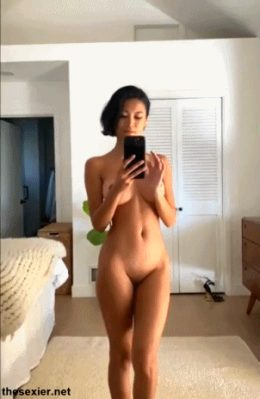 Chanel Uzi zooming in on her sexy body