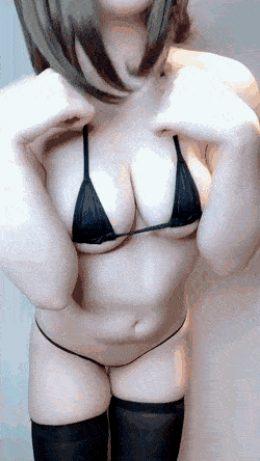 Japanese Babe Shows off Bikini Body