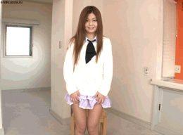 Japanese teen strips off panties / Японская пися гиф