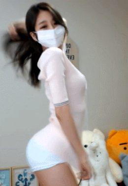 Shake that ass on quarantine