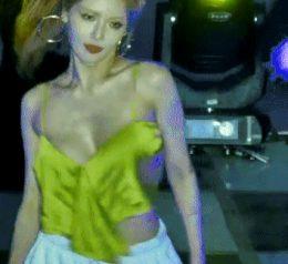 singer under boob flash